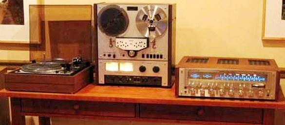 VINTAGE ELECTRONIC STEREO EQUIPMENT